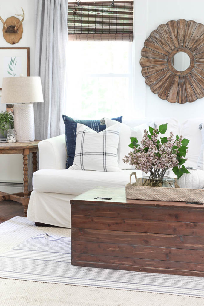 How to Decorate a Living Room - art behind the sofa